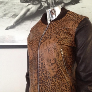 mlr_womanbrownjacketwithpanterprint